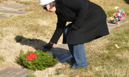 Volunteers honor vets with wreaths